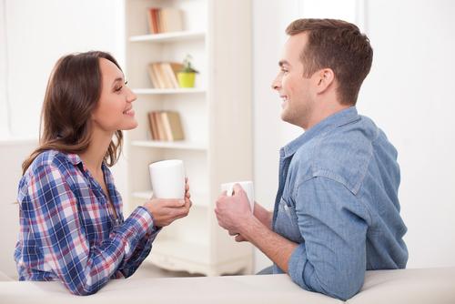 好きな人と話すときに女性が思わずしてしまうこと-1
